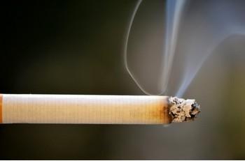 喫煙は認知症にも影響
