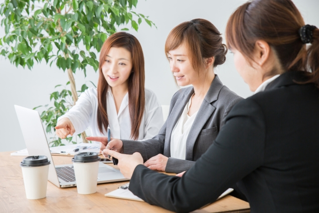 会議室・ミーティング(女性)